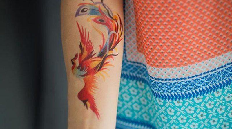 55 Tatuagens de fênix lindas e inspiradoras