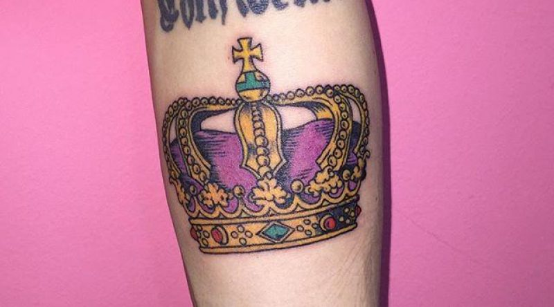 75 tatuagens de coroa que representam a liderança e o poder