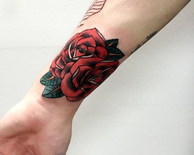 70 Tatuagens de rosas lindas e inspiradoras: as melhores fotos