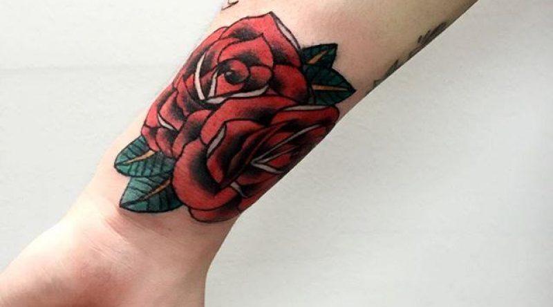Tatuagens de rosas: descubra o significado e veja 70 fotos lindas