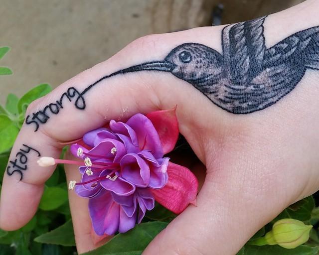 65 Tatuagens de beija-flor delicadas e criativas