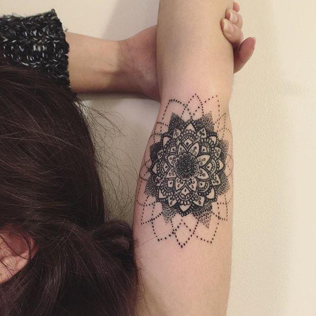 Os pontos deixam a tatuagem mais leve e agradável