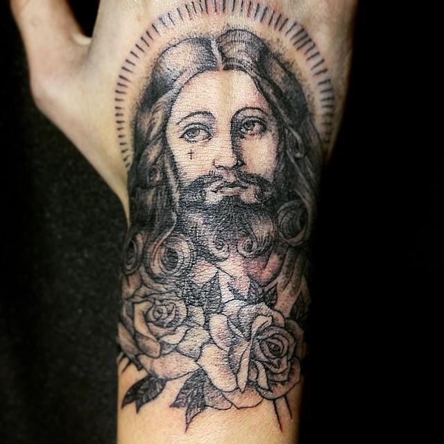 Tatuagem De Jesus Cristo Com Rosas