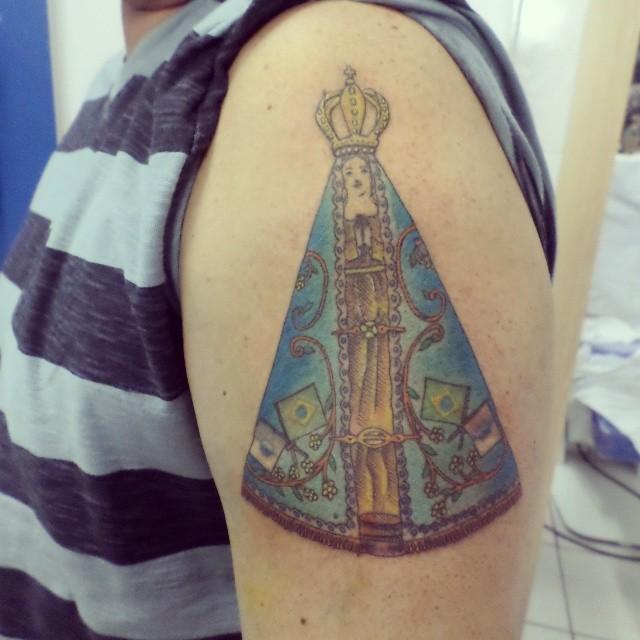 Tatuagem realística no braço