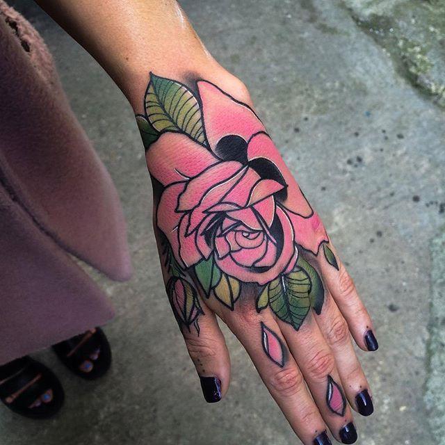 tatuagens na mao flor de lotus unha decorada