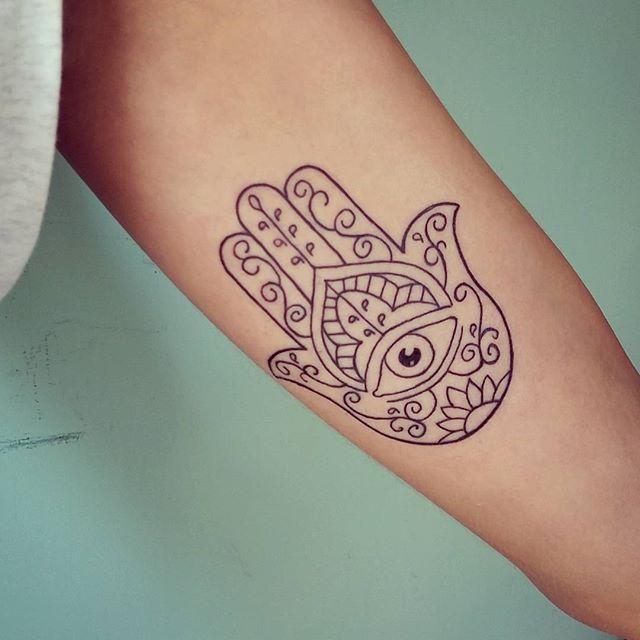 Tatuagem Mão de Maria no anti braço