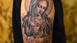 65 tatuagens de Virgem Maria que representam esperança e pureza