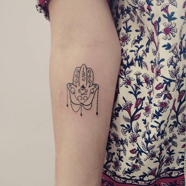 Tatuagem Mão de Fátima no anti braço