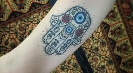 65 tatuagens de hamsá com desenhos para você se inspirar