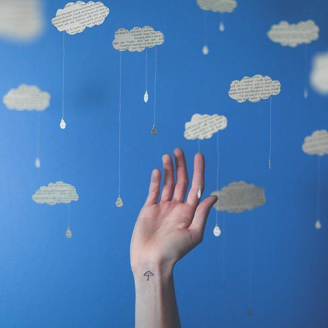 Mini guarda-chuva no pulso
