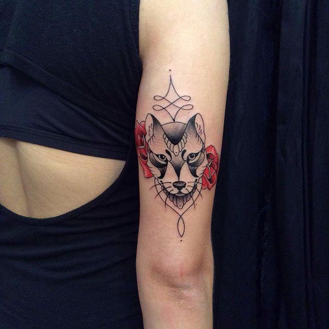 Tatuagens femininas no antebraço Lobo