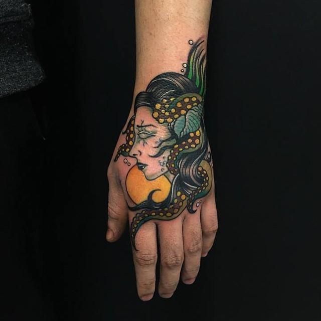 80 Tatuagens Na Mão Lindas As Melhores Fotos