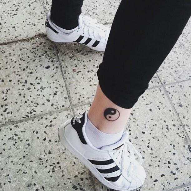Tatuagem Yin Yang : O equilíbrio e princípio da filosofia chinesa