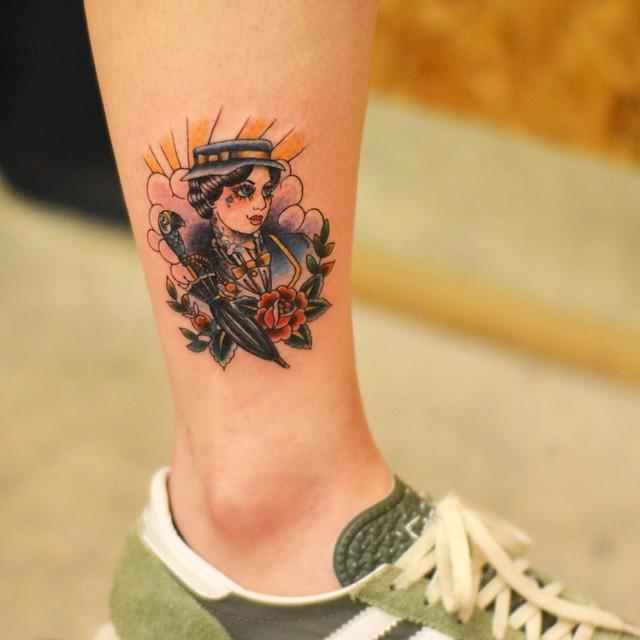 Lindo desenho repleto de cores: Tatuagem em estilo bold-line