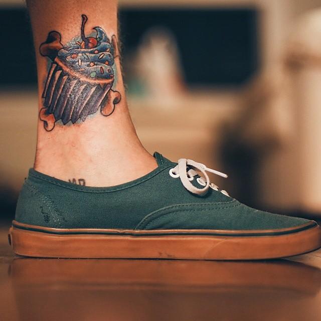 Tatuagem no tornozelo masculina: Invista nas cores e preferências!