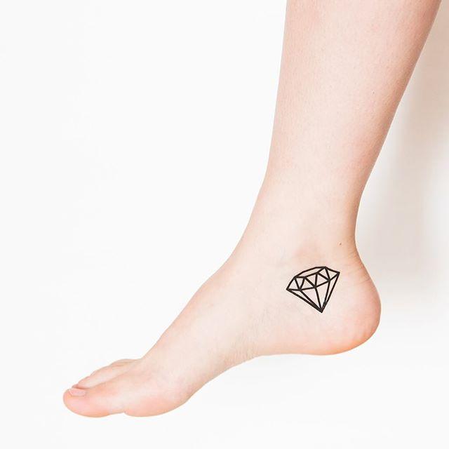 O diamante, a pedra inquebrável, um dos mais pedidos para tatuagens, o diamante retrata a preciosidade e a pureza