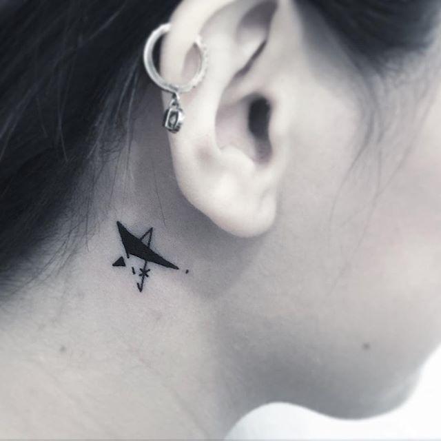 Estrela atrás da orelha com uma releitura diferente, muito discreta e feminina.