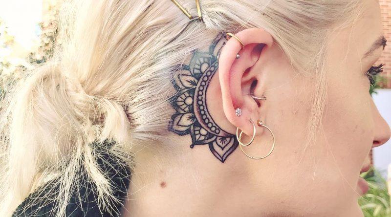 Tatuagem atrás da orelha: 60 fotos para homens e mulheres se inspirarem