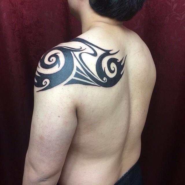 Tatuagem Maori nas costas: Uma obra versátil para qualquer parte do corpo