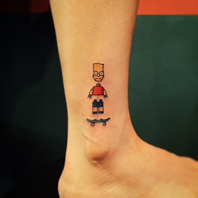 Tatuagem de bonequinho de lego - Bart Simpson Virou Lego nessa divertida tatuagem.