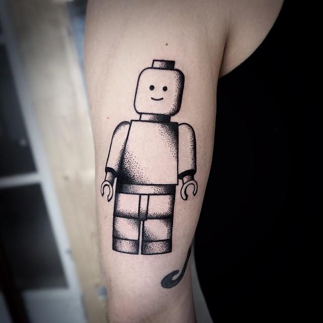 Desenho Tatuagem de Lego, simples, mas muito divertida.