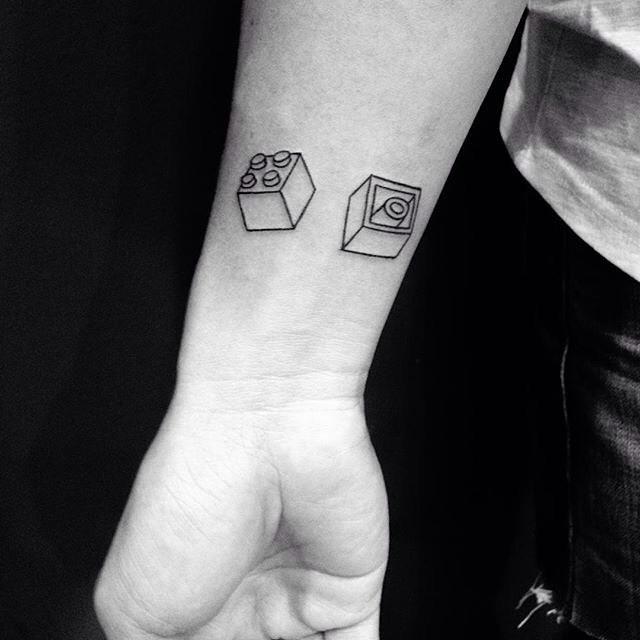 Monte sua tatuagem com peças de Lego