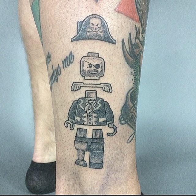 Desenho de tatuagem de Lego pirata.