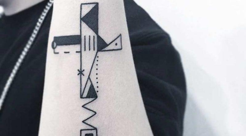 Tatuagens de cruz: significados, modelos e 65 imagens para inspiração