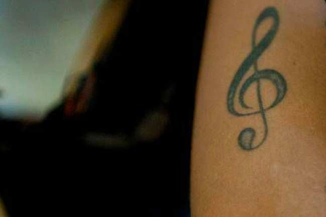 Tatuagem Neymar braço clave de sol
