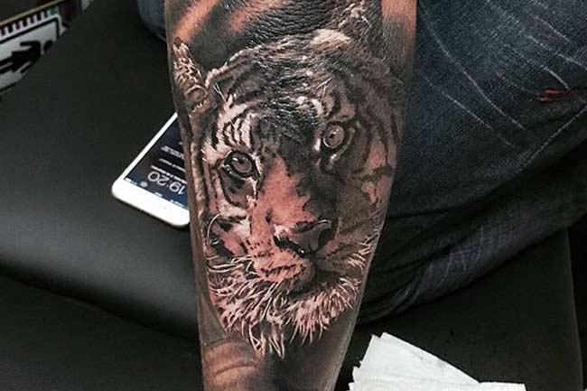 Tatuagem Neymar Tigre no braço