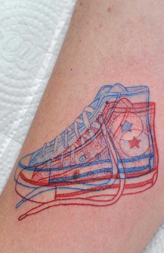 Ou quem sabe colocar em uma tatuagem 3D aquele all star que não sai dos seus pés?