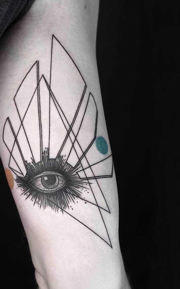 Quer ficar de olho em tudo? Que tal fazer uma tatuagem com esse modelo?