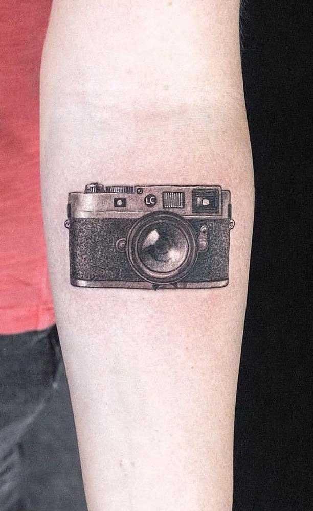 Você ama fotografia? Que tal registrar como tatuagem a ferramenta que você mais usa?