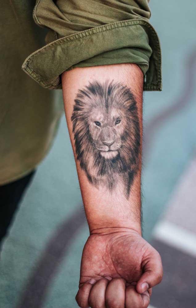 A tatuagem leão 3D é perfeita para colocar no braço tanto na parte interna quanto na parte externa.