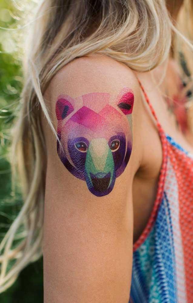 Que ursinho mais fofo e colorido. Fica lindo como tatuagem no ombro para as meninas.
