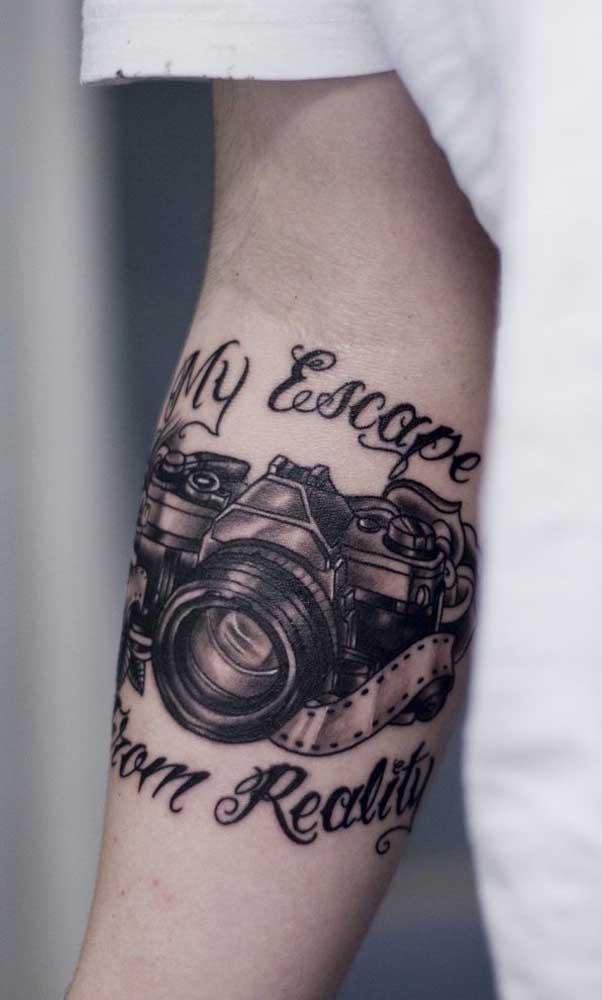 Mais uma ideia de tattoo 3D para os apaixonados por fotografia e que já transformaram isso em trabalho.