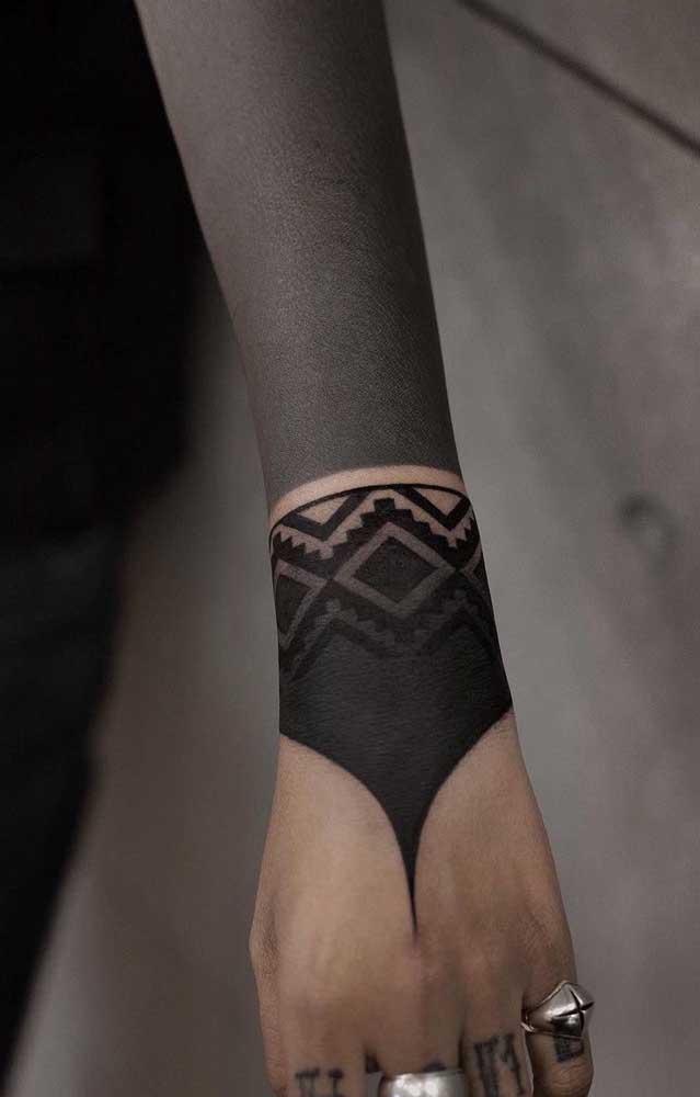 Que tal fazer uma tatuagem inspirada no seu lado negro?