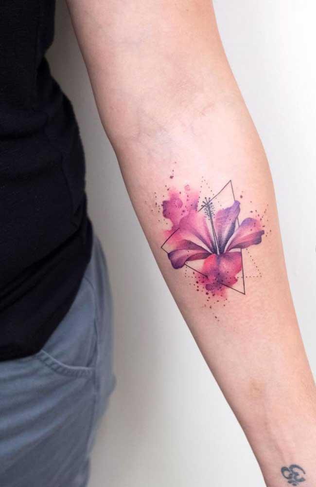A flor de lótus é uma ótima opção de tatuagem para o antebraço.
