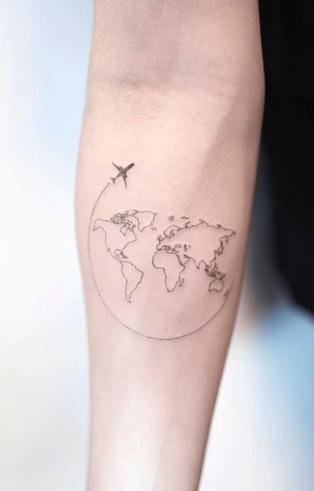 Existem diversas opções de mapa-múndi para colocar como tatuagem no antebraço.