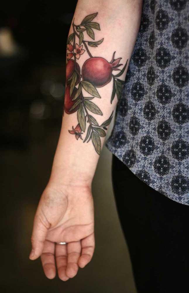 Olha que tatuagem linda para as mulheres usarem no antebraço.