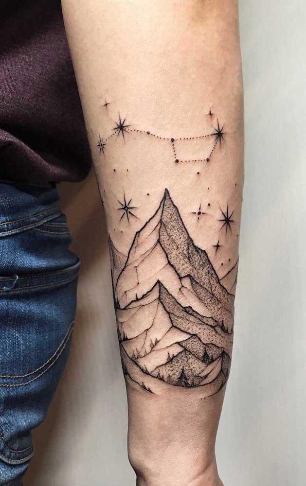 Você pode fazer uma tatuagem no antebraço na parte de dentro ou na parte de fora.