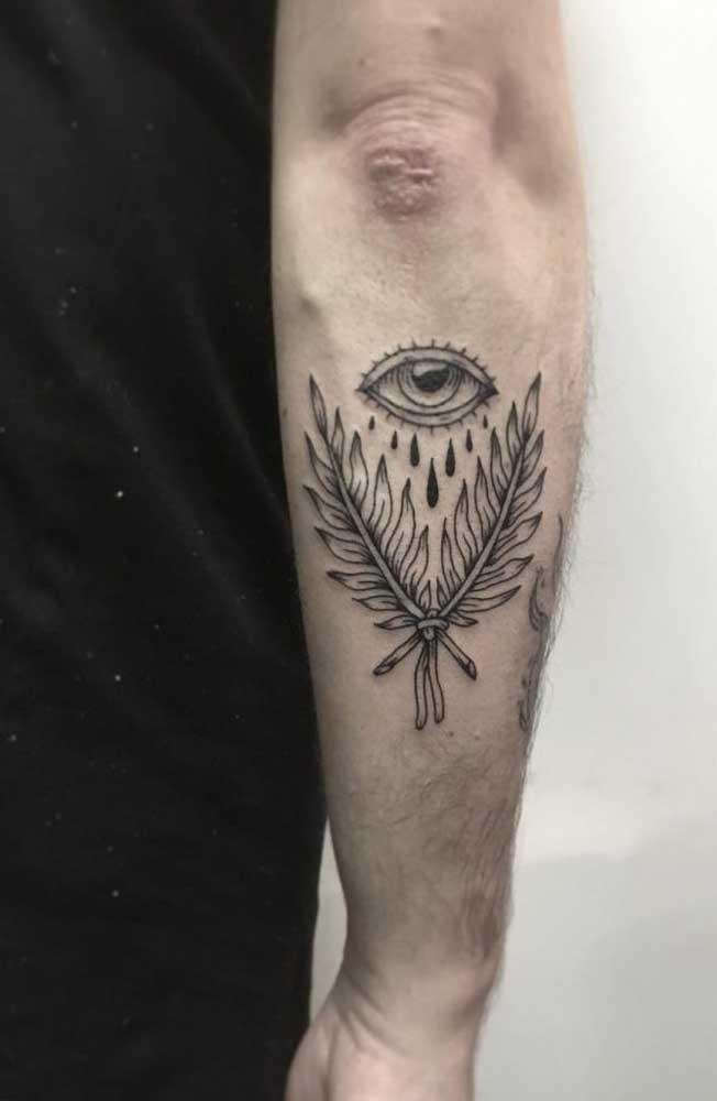 Quer ter um olho na costa? Faça uma tatuagem no antebraço no formato de olho.