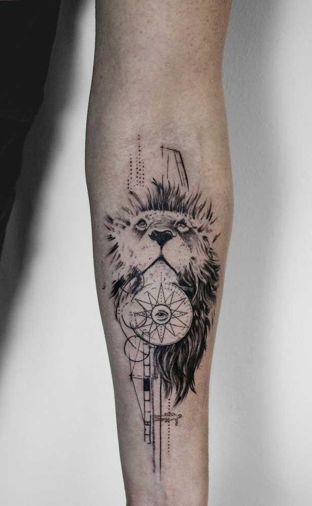 A tatuagem de leão no antebraço é uma das mais pedidas pelos homens.