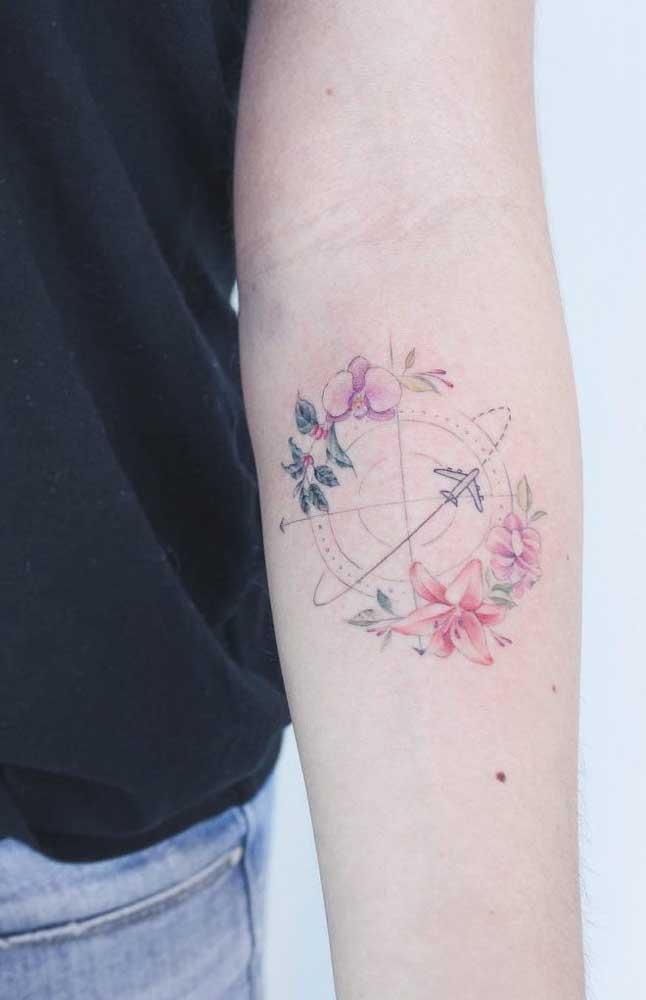 Você pode optar por uma tatuagem de rosa no antebraço que seja bem delicada.
