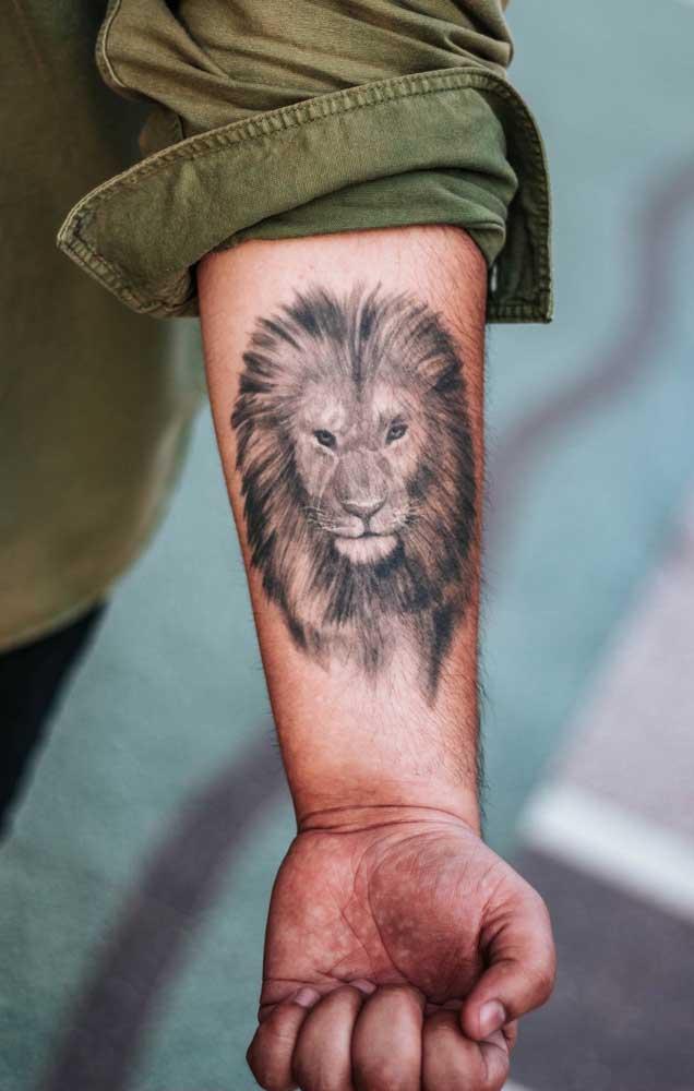 Existem vários modelos de tatuagem de leão no antebraço, basta escolher o que combina com você.