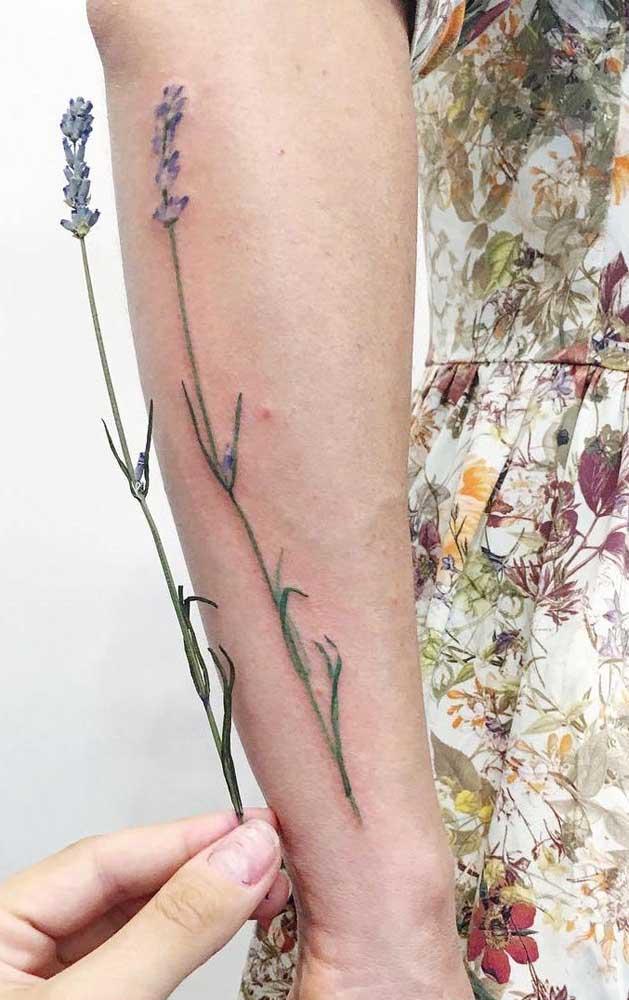 Quer deixar a sua tatuagem mais natural? Leve o objeto que deve ser desenhado