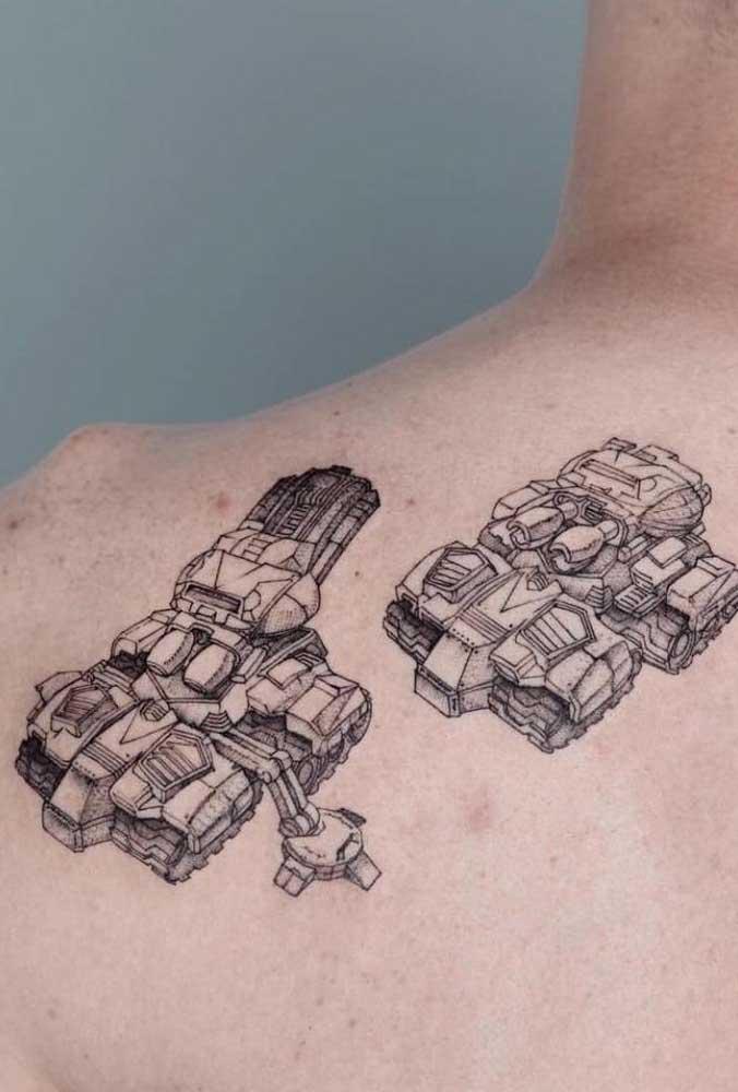 Uma tatuagem no ombro masculina pode ser algo totalmente diferente.