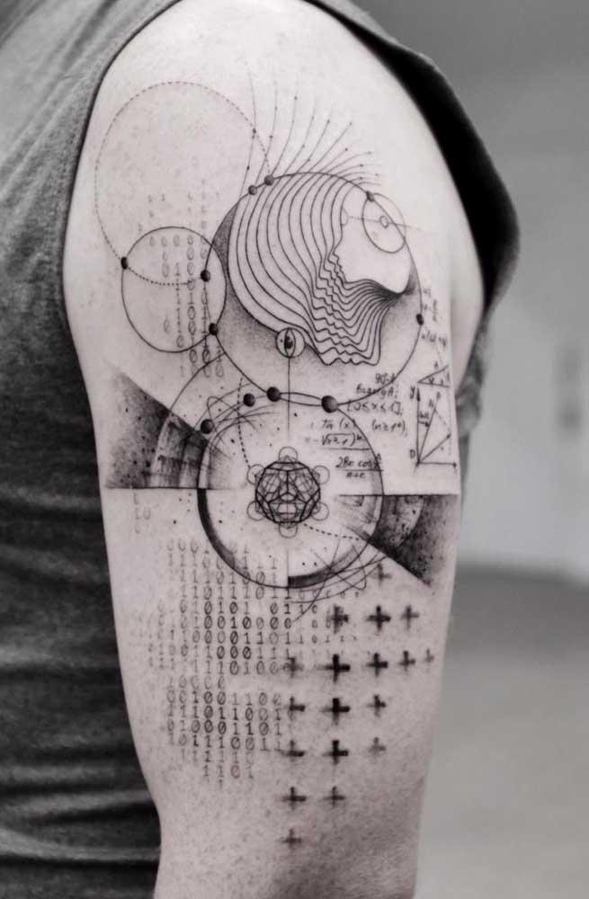 Você pode fazer uma mistura de formas na sua tatuagem no ombro.
