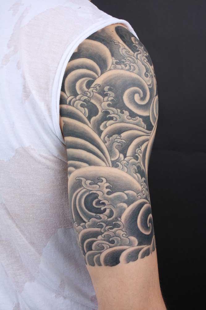 Você pode fazer uma tatuagem que cubra todo o ombro.