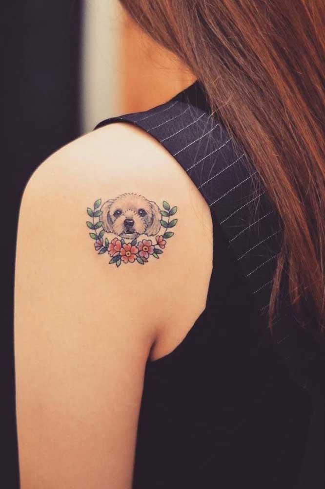 Olha que fofura essa tatuagem com desenho de cachorrinho.